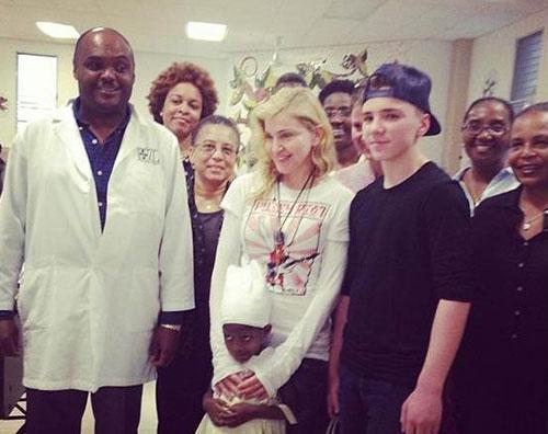 madonna rocco Madonna fa visita ad Haiti con Sean Penn
