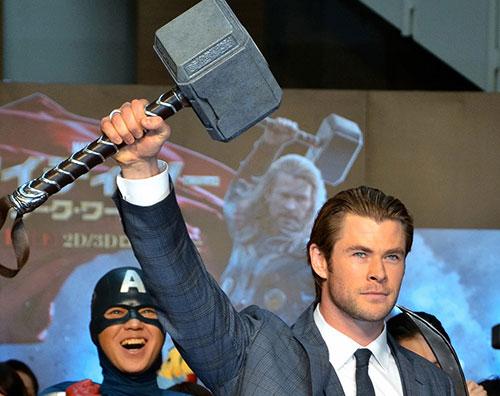thormartelo Chris Hemsworth in Giappone per Thor: The Dark World