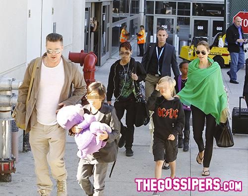 Brangilolina Angelina Jolie e Brad Pitt tornano a Los Angeles con i bambini
