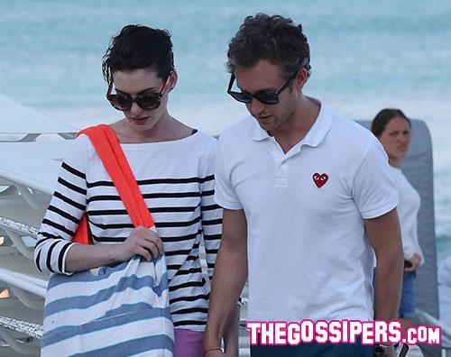anne2 Anne Hathaway si diverte a Miami beach