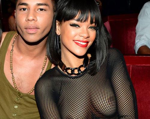 rihanna1 Rihanna mostra le sue grazie per la Fashion Week