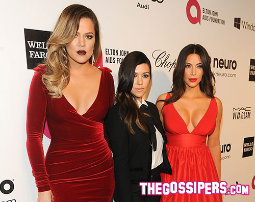 sorellekardashina Kim Kardashian scollatissima al party di Elton John
