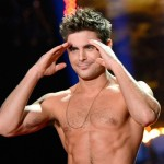 zac efron torsonudo5 150x150 Zac Efron mostra i muscoli sul palco degli Mtv Movie Awards