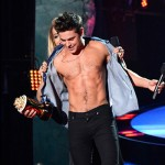 zac efron torsonudo6 150x150 Zac Efron mostra i muscoli sul palco degli Mtv Movie Awards