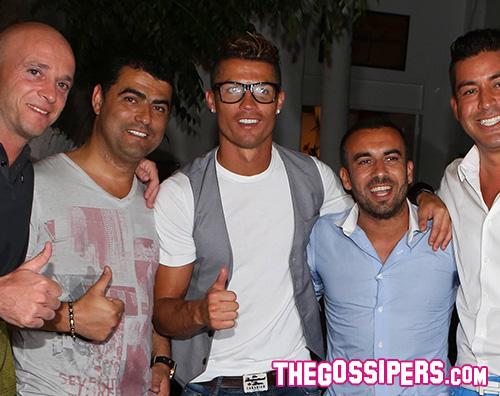 cr7 Cristiano Ronaldo si consola a Mykonos