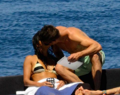 michele.zac  Bacio in barca tra Zac Efron e Michelle Rodriguez!