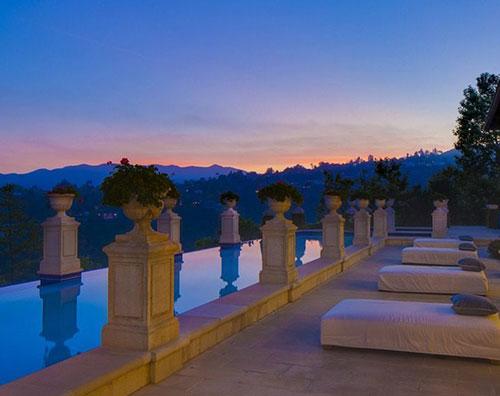 piscinaklum Heidi Klum mette in vendita la sua villa a Brentwood
