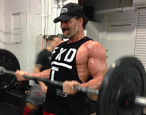 joe Joe Manganiello mostra i muscoli su Twitter