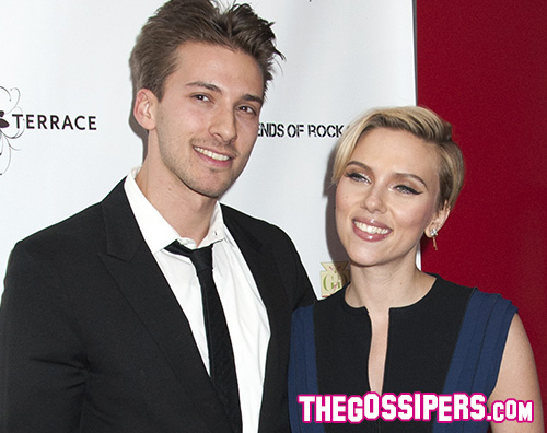 Scarlett Scarlett Johansson in blu per un evento benefico