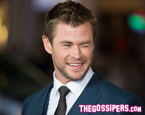 Chris Hemsworth Chris Hemsworth improvvisa un balletto sulla spiaggia