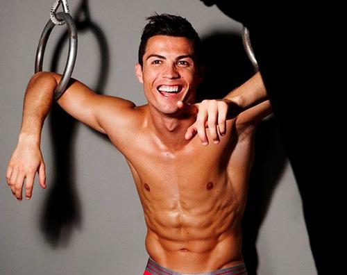 Cover Cristiano Ronaldo posa in intimo