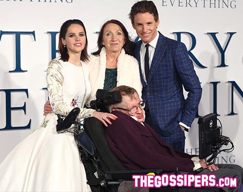 FelicityEddieJaneStephen Stephen Hawking fa i complimenti ad Eddie Redmayne per l Oscar