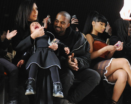 Nicky Minaj north Nicki Minaj mostra le sue grazie alla NYFW
