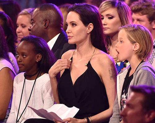 Angelina Jolie Kids Choice Awards 2015 Zahara Shiloh 2 Angelina Jolie in pubblico dopo lintervento