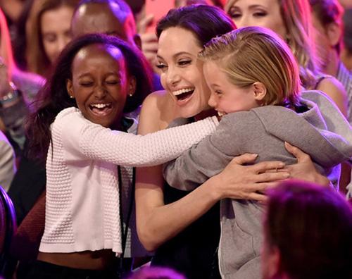 Angelina Jolie Kids Choice Awards 2015 Zahara Shiloh Angelina Jolie in pubblico dopo lintervento