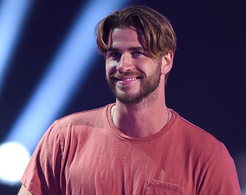 Liam Hemsworth nuovo look Liam Hemsworth taglio anni 90