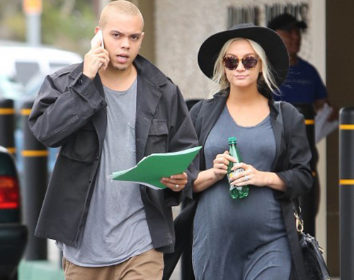 Ashlee Simpson incinta 2 Ashlee Simpson fa shopping col pancione