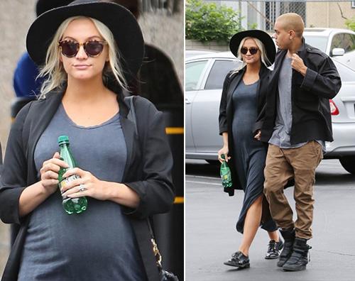 Ashlee Simpson incinta Ashlee Simpson fa shopping col pancione