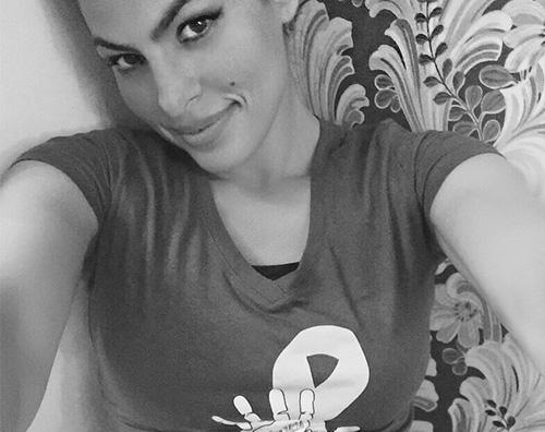 Eva Mendes Primo selfie su Instagram per Eva Mendes