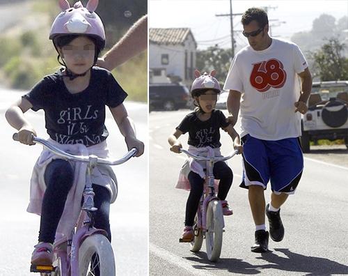 Adam Sandler Adam Sandler insegna a Sunny ad andare in bicicletta