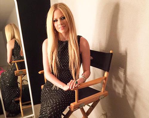 Avril Lavigne Avril Lavigne torna sul palco dopo la malattia di Lyme