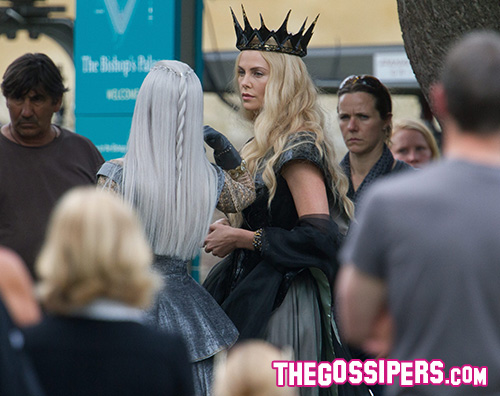 Charlize Theron Emily Blunt Charlize Theron sul set di The Huntsman