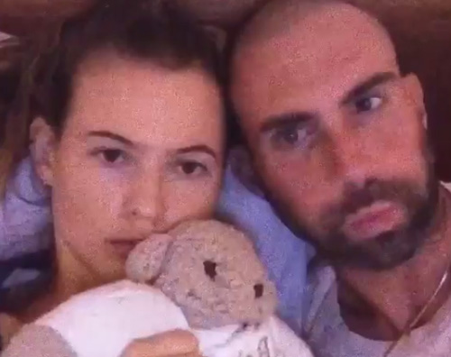 Adam Levine Behati Prinsloo Behati Prinsloo e Adam Levine aspettano un bambino
