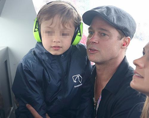Brad Pitt e Knox Brad Pitt e Knox in Inghilterra per il Moto GP
