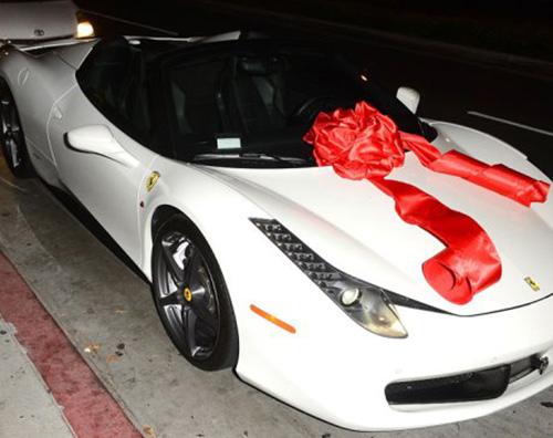Kylie Ferrari Tyga, una Ferrari per i 18 anni di Kylie Jenner