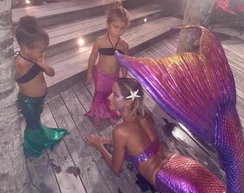 North E Penelope North e Penelope hanno trovato una sirena in piscina