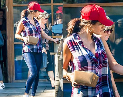 Selena Gomez Selena Gomez look casual per la città