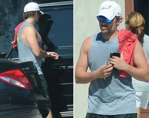 Bradyel Cooper Bradley Cooper mostra i muscoli a West Hollywood