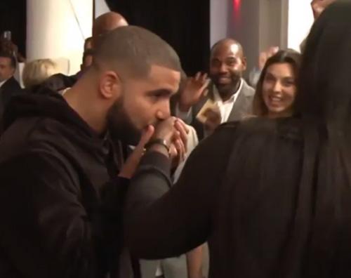 Drake Kiss Selena Williams Serena Williams è una modella per la NYFW