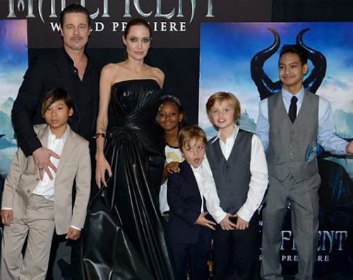 Family Angelina Jolie e Brad Pitt adottano un bambino siriano