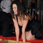 KatyPerry3 150x150 Katy Perry lascia le sue impronte al Chinese Theatre