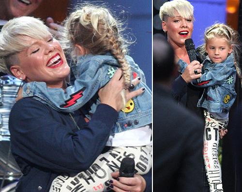 Pink Pink porta Willow sul palco di Ellen DeGeneres