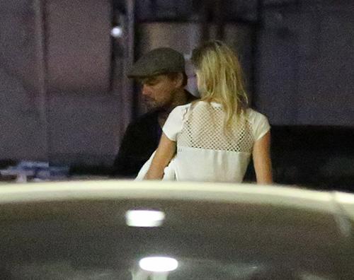 Leonardo Di Caprio e Kelly Leonardo DiCaprio e Kelly, cena fuori a Beverly Hills
