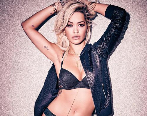 Rita Ora Travis Barker Rita Ora è stupenda