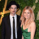 SiennaMiller e TomSturridge 150x150 2015: a Hollywood scoppiano le coppie