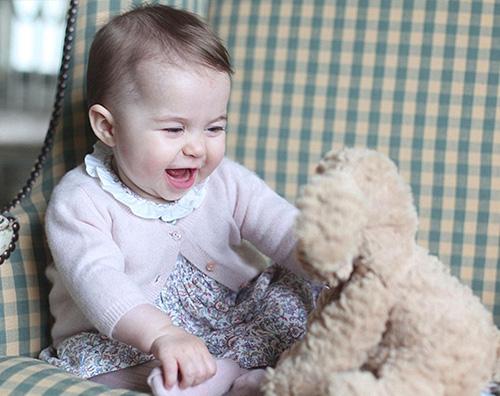 Principessa Charlotte Nuove foto ufficiali della principessa Charlotte