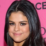 Selena 150x150 Victorias Secret Fashion Show 2015, gli arrivi sul pink carpet