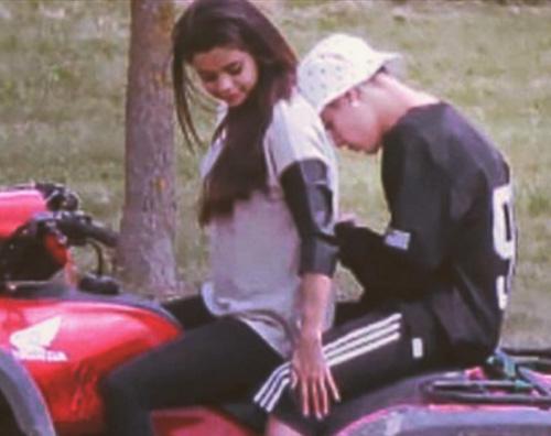 Justin Selena Justin Bieber e Selena Gomez: vecchia foto romantica su Instagram