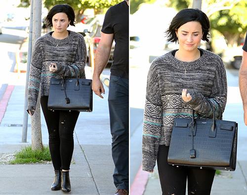 Demi Lovato Demi Lovato casual per una passeggiata a Los Angeles