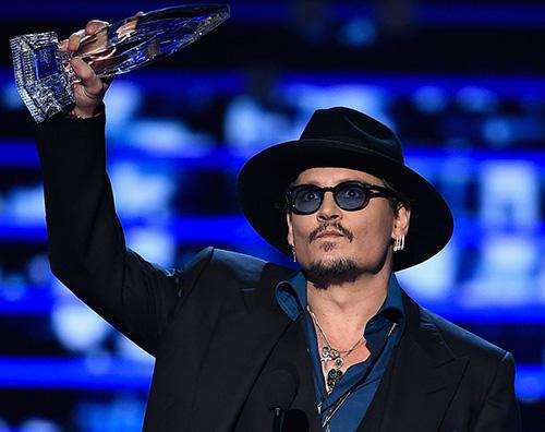 JohnnyDepp Johnny Depp è in crisi finanziaria