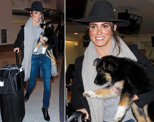 Nikki Reed Nikki Reed al LAX col suo nuovo cucciolo