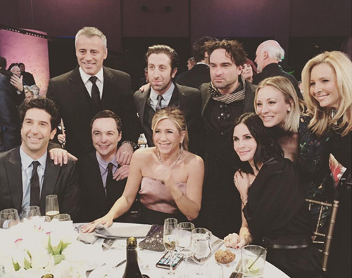 Reunion Friends the big bang theory Mega reunion tra il cast di Friends e quello di The Big Bang Theory