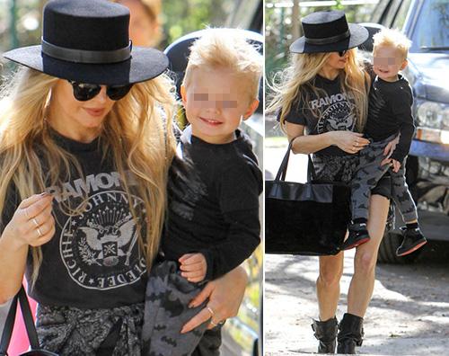 Fergie Fergie, passeggiata mamma figlio con Axl