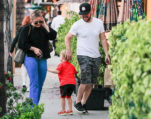 Hilary Duff 1 Hilary Duff e Mike Comrie a Beverly Hills con Luca