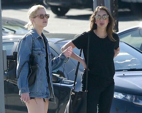 Jennifer Lawrence 2 Jennifer Lawrence in shorts in attesa degli Oscar