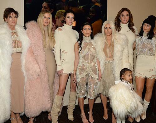 Karashian Clan Il clan Kardashian  Jenner alla sfilata di Kanye West